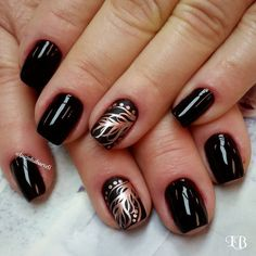 Golden Feather Nail Art. Very pretty!