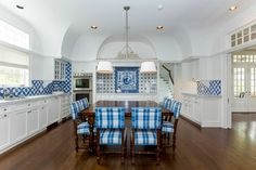 Home in the Hamptons: A Blue & White Home in Quogue — The Foo Dog Blog