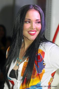 Sunny Red Bear – Lakota Sioux: Sunny traveled all the way from Albuquerque, New Mexico to represent her tribe. She has modeled for some of Native America's famous fashion designer such as Virgil Ortiz. Native American Models, Native American Pictures, Native American Beauty, Native American Indians, American Indian Girl, Indian Girls, Tribal Looks, Black Indians, Indian People