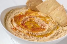 Cauliflower hummus is a brilliant keto snack and tastes very similar to ordinary hummus. It's a keto friendly alternative to regular hummus. It is Dairy Free, Gluten Free, Low Carb / Keto, Nut Free… Free Paleo Recipes, Gluten Free Snacks, Cooking Recipes, Diabetic Recipes, Cauliflower Hummus, Cauliflower Recipes, Food Processor Recipes, Appetizers