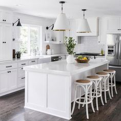 The Kitchen Color Inspiration Gallery from Sherwin-Williams will help you create a palette that fits your design goals. Browse our favorite kitchen wall colors and get inspired! Easy Home Decor, Home Decor Kitchen, Kitchen Interior, Home Kitchens, Kitchen Ideas, Dream Kitchens, All White Kitchen, New Kitchen, Kitchen Dining