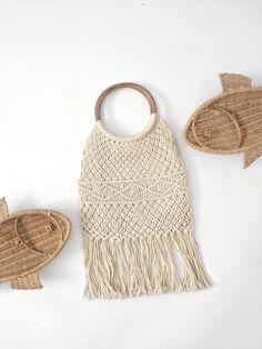vintage macrame purse   woven crochet boho fringe handbag   #bagsandpurses #vintagepurse #macramepurse #bohopurse #vintagemacrame http://etsy.me/2iIaN5s