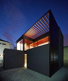 Apollo Architects & Associates' modern Pergola House in Japan unifies its indoor and outdoor space with a slatted trellis roof. Residential Architecture, Amazing Architecture, Contemporary Architecture, Interior Architecture, Tiny House Movement, Wooden Beams Ceiling, Modern Pergola, Interior Exterior, Exterior Design