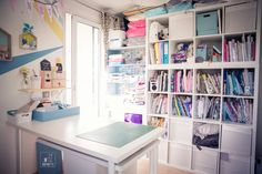 Organiser son atelier couture Full of ideas & tips for organizing your creative workshop. Coin Couture, Office Storage, Home Organization, Craft Station, Creative Workshop, My Room, Furniture, Home Decor, Styles