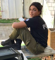 IDF - Israel Defense Forces - Women Israeli Female Soldiers, Israeli Girls, Idf Women, Female Police Officers, Outdoor Girls, Military Women, Girls Uniforms, Girls Rules, Photography Editing