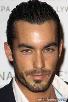 Que ojos!!! Aaron Diaz super guapo y ademas  mexicano