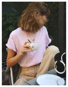 Parisienne Chic, Odette Et Lulu, Mode Purple, Girl Fashion, Fashion Outfits, Fashion Trends, Workwear Fashion, Fashion Blogs, Fasion