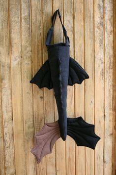 Well, Im sure you saw this one coming! Toothless Tails have arrived at Naturally Crafty. AND in plenty of time for your Halloween orders :) Toothless Party, Toothless Costume, Toothless Dragon, Dragon Costume, Fancy Dress Masks, Fancy Costumes, Halloween Costumes For Teens, Dragon Birthday Parties, Dragon Party