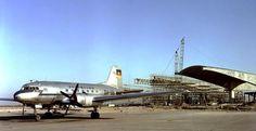 Berlin Schoenefeld Bau des Flughafens Iljuschin II-14 der Interflug auf Rollfeld stehend 50er Jahre