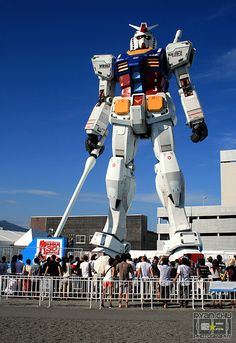 giant gundam so siick!! The things I could do with a life sized Gundam