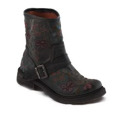 135€ | Motorcycle style boots with embroidered flower design. Ideal for rainy days. Allergenic and breathable microfiber. Ecological, free of CO2 emissions. Thermoplastic outsole 40% recycled