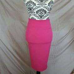 """🌞 FLASH SALE🌞High Waist Pink Floral Pinup Skirt Cute skirt by Derek Heart. Size Medium. Brand new without tags! High waist style pencil skirt. Floral textured print. Back slit. Very stretchy! Price firm unless bundled!  💘Measurements (laying flat, unstretched) Waist-13"""" Hips-15"""" Derek Heart Skirts Midi"""