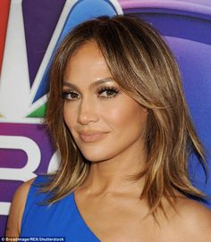 27 Jennifer Lopez Hair (Long, Bob, Updos & Red Carpet Chic Hair) Page 1 of 2 Hair Color 2016, Cool Hair Color, Hair Colors, Short Hair Lengths, Short Hair Styles, Jlo Short Hair, Jennifer Lopez Hair Color, Jennifer Lopez Short Hair, Shaggy Bob Haircut