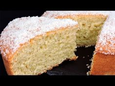 Bizcocho de Coco (muy esponjoso) Healthy Desserts, Dessert Recipes, Cupcakes, Pancake, Chefs, Cornbread, Vanilla Cake, Gluten, Keto