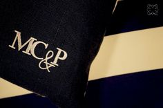 almofada de linho personalizada com monograma para o casamento de Maria Clara e Pieter