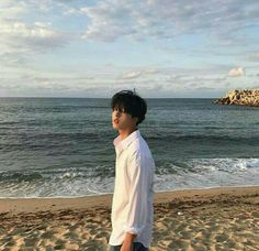 Find images and videos about boy, beach and sky on We Heart It - the app to get lost in what you love. Korean Boys Ulzzang, Cute Korean Boys, Ulzzang Couple, Ulzzang Boy, Korean Men, Asian Boys, Pretty Boys, Cute Boys, Parejas Goals Tumblr
