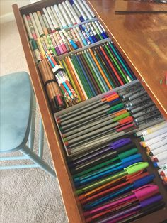 24 Woman Reveals how She Transformed a Cupboard Into a Stationery Nook - Study Room Decor, Cute Room Decor, School Suplies, Stationary Store, Cute School Supplies, Cute Stationery, Too Cool For School, School Organization, Art Supplies