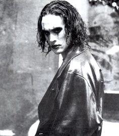 "Brandon Lee en ""El Cuervo"" (The Crow), 1994 Brandon Lee, Bruce Lee, 90s Movies, Horror Movies, Movie Tv, Gothic Movies, Corvo Tattoo, Crow Movie, The Crow"
