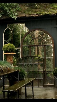 Garden mirrors make such a beautiful feature