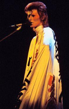Ziggy performing in Costume by Kansai Yamamoto David Bowie Dress, He Never Died, Stone Age Man, Cool Kidz, The Thin White Duke, Ziggy Stardust, Press Photo, Beautiful Person, Musicians