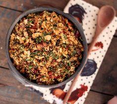 É tempo de pinhão. E se você não é chegado na semente cozida da araucária, vai ai um jeito de dar um up e curtir a temporada. Cozinhe ou compre já cozido uns 200g de pinhão. Pique grosseiramente e reserve. Em uma frigideira derreta 2 colheres de manteiga (ou mais) e frite... #farofa #pinhão #vegan