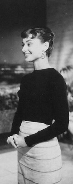 Fashion Style Classy Audrey Hepburn 66 Ideas For 2019 Sabrina Audrey Hepburn, Audrey Hepburn Hair, Spring Outfits Classy, Retro Bathing Suits, Hipster Outfits, Old Hollywood, Beautiful Women, Woman Inspiration, Style Inspiration