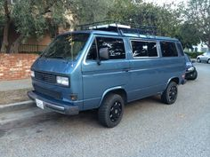 T25/T3 syncro. Nice colour scheme with roof rack