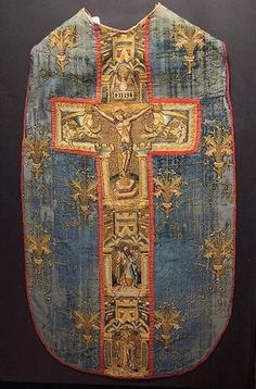 collective-history | Chasuble en soie / Silken chasuble - 15th century, Nantes.    @credits    (Source: frenchhistory)