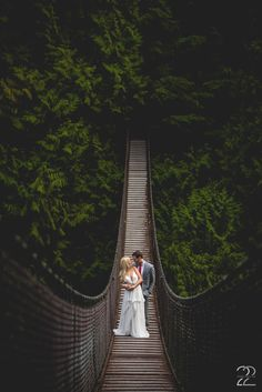 Lynn Canyon Suspension Bridge Vancouver | Vancouver Wedding Photos | Vancouver Wedding Inspiration | Outdoor Wedding Vancouver | British Columbia Wedding Photographer | Pacific Northwest Wedding Inspiration | Forest Wedding Ideas | Fearless Photographers