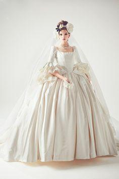 ゴージャスなドレスでオーラ溢れる花嫁に