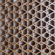 Кумико. Японские декоративные решетки.   ВКонтакте Wooden Wall Panels, Wooden Walls, Jaali Design, Laser Cut Panels, Timber Structure, Wood Joints, Woodworking Inspiration, Decorative Screens, Japanese Woodworking