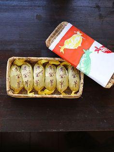 フードマガジン『ELLEグルメ』認定の手土産達人9名、題して「手土産これで委員会」。贈った相手からほめられて感心される、納得の手土産を厳選お伝え中。華やかな行事が増え始めるこの時期、贈る側は鼻高々、贈られた側はもちろんうれしい、レアな手土産をご紹介! Japanese Sweets, Japanese Food, Gift Packaging, Packaging Design, Cookie Factory, Making Sweets, Japanese Design, Dessert Recipes, Desserts
