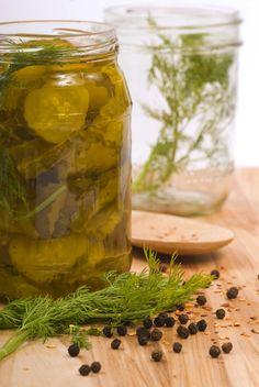 Making Salt Free Dill Pickles - Hacking Salt - Making Salt Free Dill Pickles – Hacking Salt - Sodium Free Recipes, Salt Free Recipes, Low Sodium Diet, Sodium Foods, Low Sodium Snacks, Cholesterol Diet, Low Carb, Pickled Garlic, Homemade Pickles