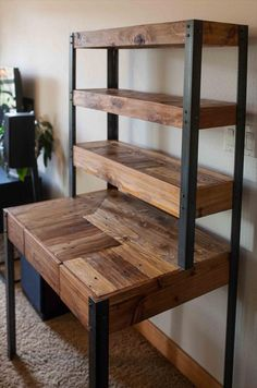 Multi Tiered Pallet Wood Desk with Drawer and Shelves - Pallet Diy Pallet Desk, Pallet Shelves, Diy Pallet Furniture, Wood Desk, Diy Pallet Projects, Woodworking Furniture, Handmade Furniture, Wood Shelves, Wood Furniture