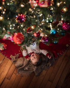 christmas photography We cant think of anything better to find under the tree! Photo by meg_nlo . Newborn Christmas Pictures, Christmas Tree Pictures, Family Christmas Pictures, Christmas Photo Cards, Baby Christmas Photoshoot, Baby Boy Pictures, Newborn Pictures, Babies First Christmas, Christmas Baby