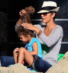 Halle Berry is acting up again. This time the battle with ex-husband Gabriel Aubry is over Nahla's natural hair. TMZ reported earlier that Berry was back in court because she believes that . Halle Berry Short Hair, Halle Berry Style, Hats For Short Hair, Natural Hair Styles, Short Hair Styles, How To Lighten Hair, Black Mother, Bleached Hair, Love Fashion