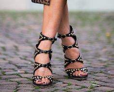 Les plus belles paires de chaussures à talons : des sandales cloutées