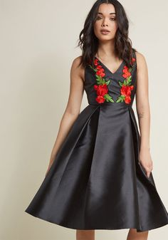 Sleeveless Fit and Flare Dress with Floral Appliques in XXS - Fit & Flare Knee Length