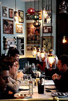 Dishoom - London's first Bombay café.I miss London Cafe Bar, Cafe Bistro, Cafe Shop, Restaurant Bar, Restaurant Design, Dishoom, Design Innovation, Cafe Style, Banquettes