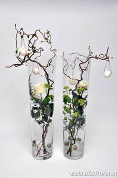 unusual easter roses and eggs decoration ~ Leuke vazen met Pasen… Deco Floral, Arte Floral, Alternative Wedding Decorations, Fresh Flowers, Beautiful Flowers, Floral Flowers, Easter Flowers, Beautiful Gardens, Ikebana