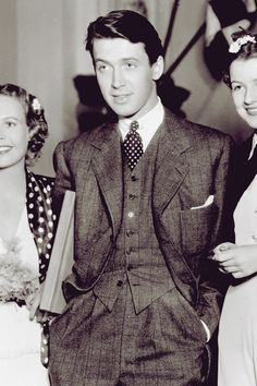 James Stewart, 1930s, in reposting this photo, I have just realized that don't recall ever seeing James Stewart not slouching...and sometimes when he walks it seems more like a barely controlled falling forward and catching himself...hmm...