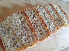 Gyors zabpelyhes kenyér, dagasztás nélkül. Kanállal keverjük, formában kelesztjük, sütjük. Kocsis Hajnalka receptje, recept fázisfotókkal Tart Recipes, Bread Recipes, How To Make Bread, Food To Make, Oatmeal Bread, Vegetarian Recipes, Healthy Recipes, Good Food, Yummy Food