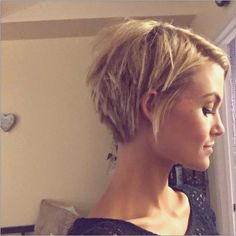 frisuren kurz frech - Top Modische Kleider 19 Impressive hairstyles for short cheeky ideas Haar Short Hair With Layers, Short Hair Cuts For Women, Layered Hair, Short Hairstyles For Women, Short Hair Styles, Short Hair Long Fringe, Messy Short Hair, Messy Curls, Everyday Hairstyles