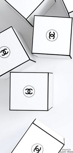 Discover and shop all the Fragrance and Perfume of the legendary CHANEL House. Includes the full range of CHANEL perfume and cologne collections for Men and Women on CHANEL website. Estilo Coco Chanel, Mademoiselle Coco Chanel, Chanel Party, Chanel Box, Perfume Packaging, Chanel Perfume, Black And White Aesthetic, Box Design, Wall Collage