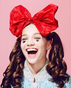 La Adolescente fetiche se Sia» apenas 11 años, Maddie Ziegler se hizo famosa en la industria musical por haber sido elegida por Sia para protagoniza...