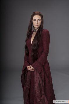На этот раз у нас очень непростой типаж, архетип Маг или Волшебник. Тут, конечно, и вся я совершенно мимо, и мое платье заодно :)) Но раз сказали, что проект в одном…
