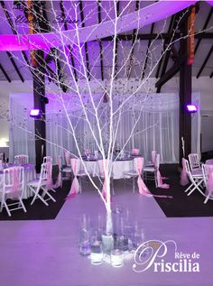 Invitez un arbre au milieu de votre salle de réception..! Decoration, Glass Vase, Wedding, Home Decor, Middle, Decor, Valentines Day Weddings, Decoration Home, Room Decor