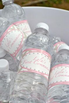¿Por qué no decorar las botellas de agua que ofreces en la fiesta Primera Comunión? / Why not decorate the water bottles you offer at the First Communion party?