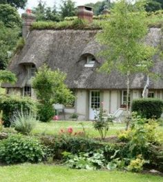 Irish Cottage, Cute Cottage, Cottage Style, Thatched House, Thatched Roof, Little Cottages, Cabins And Cottages, House Viewing, Boondocks
