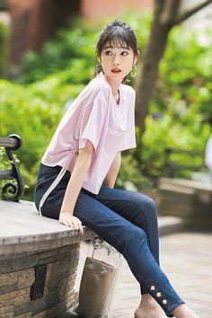 可愛いコはみんな「甘めTシャツ」を着てる説♡好印象モテコーデ3選 | Ray Most Beautiful, Beautiful Women, Asian, Actor Model, Image Collection, Makeup Looks, Kawaii, Japanese, Street Style